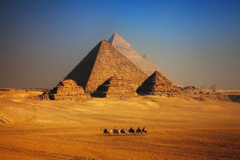 How were the Egyptian Pyramids built ?